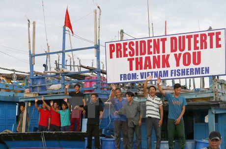 Viet Nam hoan nghenh Philippines giai quyet van de ngu dan - Anh 1