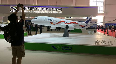 Nga-Trung bat tay san xuat may bay canh tranh voi Boeing - Anh 1