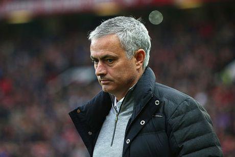 M.U 'tho phao' vi an phat cua Mourinho - Anh 1