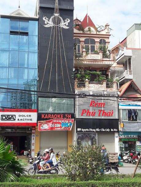 Vu chay 13 nguoi chet: Cac quan karaoke the nao sau lenh 'cam'? - Anh 4