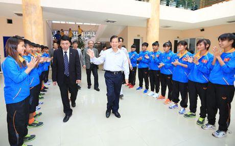 Nguyen Chu tich nuoc Nguyen Minh Triet tham va dong vien cac DTQG - Anh 1