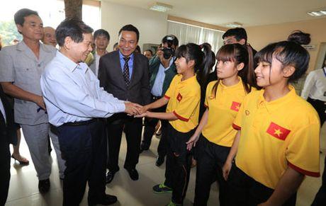 Nguyen Chu tich nuoc Nguyen Minh Triet tham va dong vien cac DTQG - Anh 3