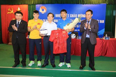Nguyen Chu tich nuoc Nguyen Minh Triet tham va dong vien cac DTQG - Anh 6