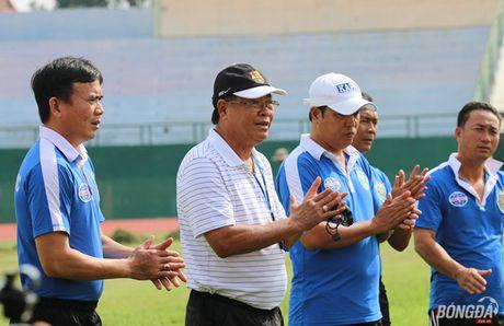 Ong Su 'go' doi non Barca khi dan dat Chelsea Viet Nam - Anh 1