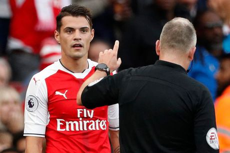 Wenger lo Xhaka lai an the do - Anh 1