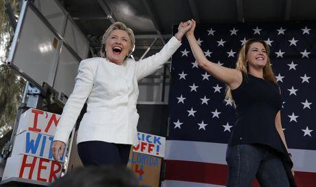 Ba Clinton dan truoc ong Trump 6 diem truoc them bau cu - Anh 1