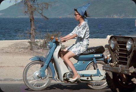 Bo anh cuc doc ve xe may o Nha Trang nam 1969 - Anh 2