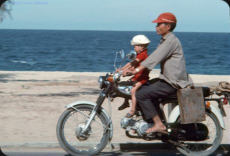 Bo anh cuc doc ve xe may o Nha Trang nam 1969 - Anh 5