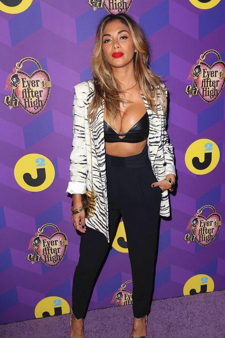 Nu giam khao X Factor Nicole Scherzinger bi nghi nang nguc - Anh 7