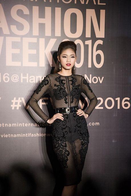 My Linh, Thanh Tu gay 'nao loan' tham do thoi trang voi phong cach doi lap - Anh 5