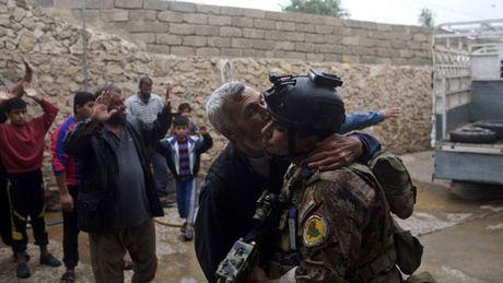 Bi nghi mac ket o Mosul, thu linh toi cao IS pha vo im lang - Anh 3