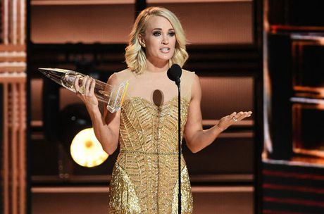 Carrie Underwood thang lon tai CMA Awards 2016 - Anh 1