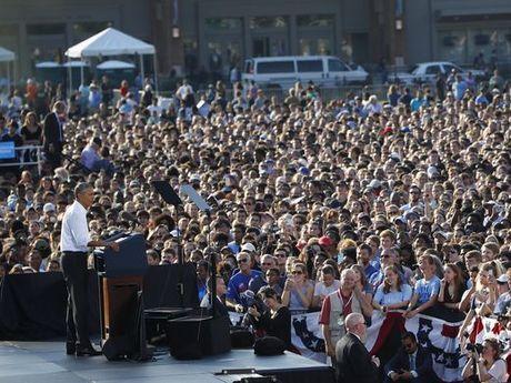 Tong thong Obama chi trich giam doc FBI trong vu email Clinton - Anh 2