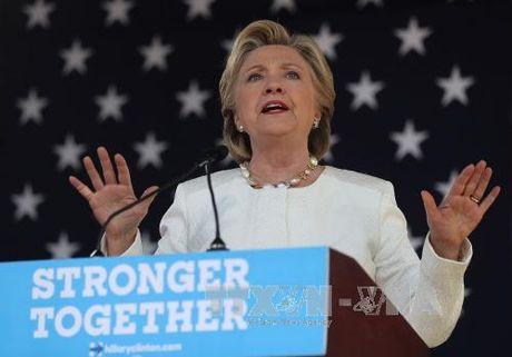 Ba Clinton tai lap uu the dan diem truoc ty phu Trump - Anh 1