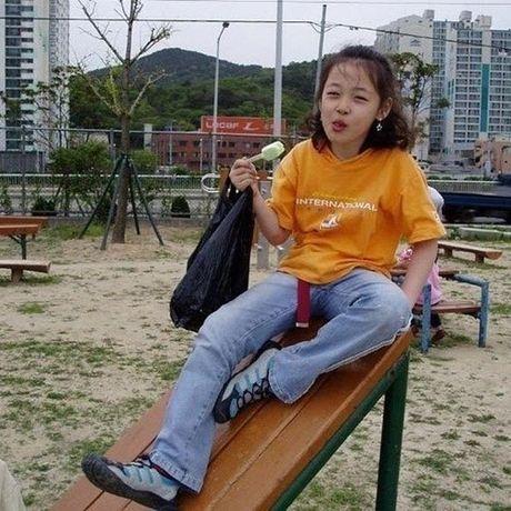Sao Han 3/11: Sulli ngay be ngo ngao, G-Dragon mac ao thung lo bui bam - Anh 9