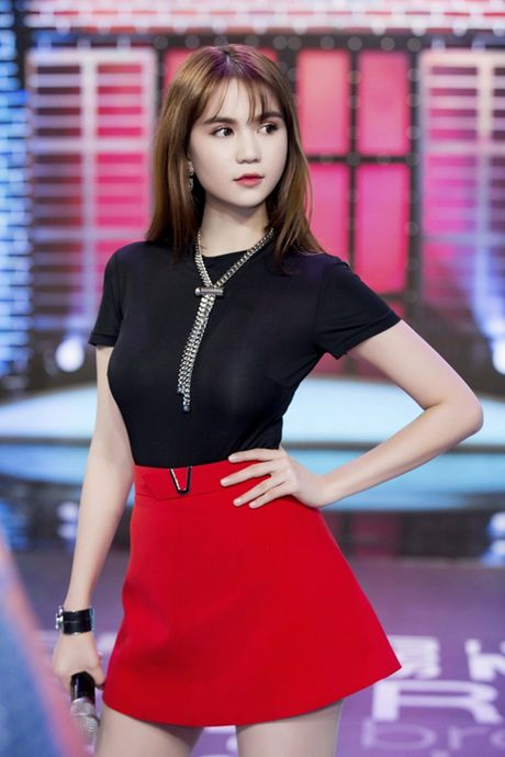 Ngoc Trinh huong dan 4 cach pose hinh 'chuan Trinh' - Anh 3