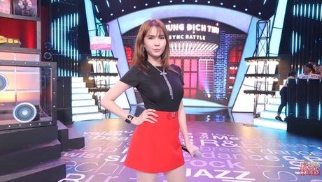 Ngoc Trinh huong dan 4 cach pose hinh 'chuan Trinh' - Anh 4