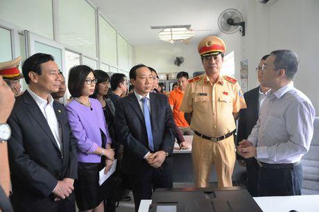 Phat 'nguoi' vi pham giao thong tren cao toc Noi Bai – Lao Cai - Anh 1