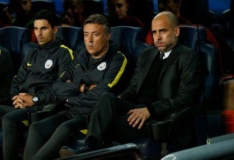 "Lo thu pham khien Messi suyt ""tan"" nhau voi sao Man City - Anh 2"