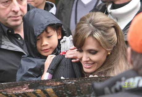 Pax Thien – con trai goc Viet cua Angelina Jolie doi o voi Brad Pitt - Anh 2