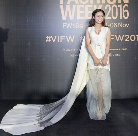 My Linh, Thanh Tu, Toc Tien do sac tren tham do 'Fashion Week 2016' - Anh 9