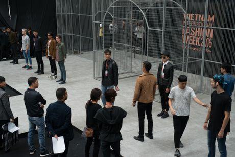 Thien than nhi lung linh trong buoi tap luyen show dien thu 2 tai VIFW 2016 - Anh 1