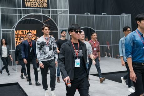 Thien than nhi lung linh trong buoi tap luyen show dien thu 2 tai VIFW 2016 - Anh 4