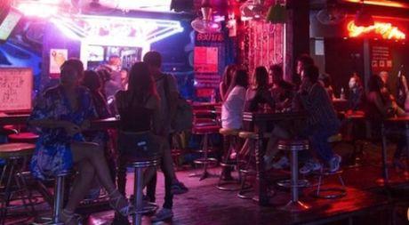 Khong khi pho den do Thai Lan trong mua cao diem du lich - Anh 1