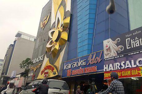 Hiem hoa khon luong tu nhung bien quang cao bang den led o quan karaoke - Anh 13