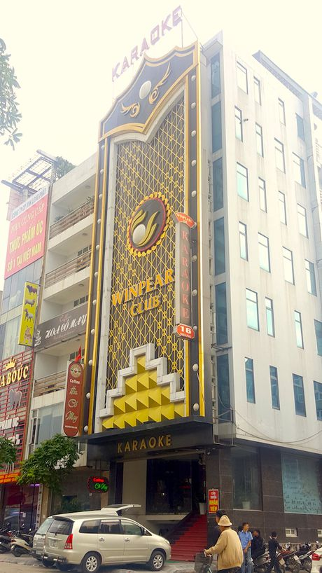 Hiem hoa khon luong tu nhung bien quang cao bang den led o quan karaoke - Anh 3