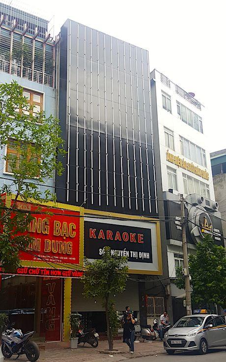 Hiem hoa khon luong tu nhung bien quang cao bang den led o quan karaoke - Anh 5