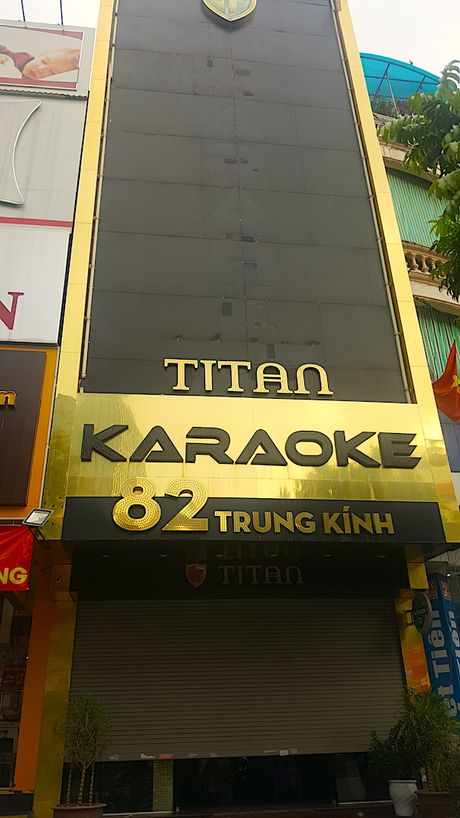 Hiem hoa khon luong tu nhung bien quang cao bang den led o quan karaoke - Anh 7