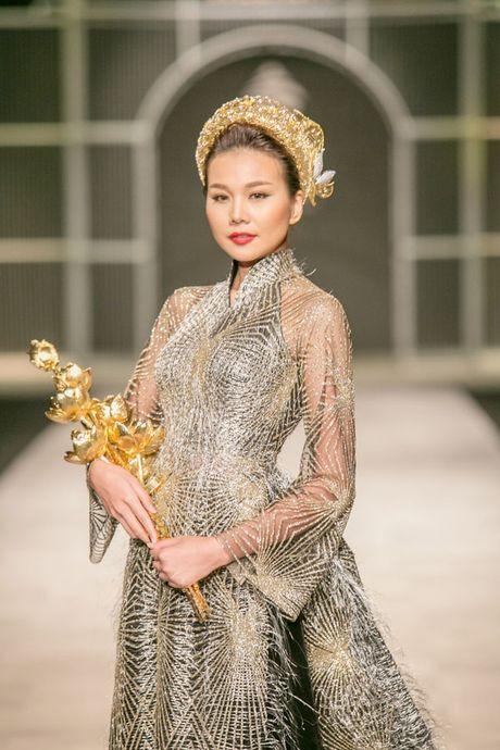 Thanh Hang om bo sen 2,1 ty dong trinh dien tren san khau - Anh 5