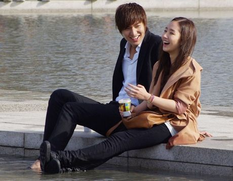 Dan mang phat cuong vi hen ho voi Lee Min Ho kieu... 'thuc te ao' - Anh 1
