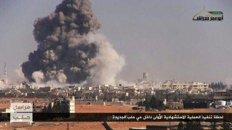 Chien su Aleppo: Phien quan tung hang chuc xe bom tu sat vao tran - Anh 1