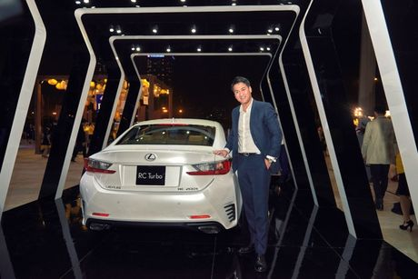 Lexus RC Turbo xuat hien loi cuon tai tuan le thoi trang - Anh 4
