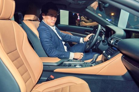 Lexus RC Turbo xuat hien loi cuon tai tuan le thoi trang - Anh 5
