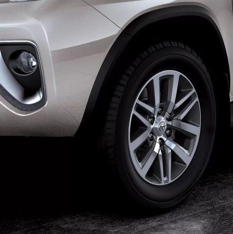 Toyota Fortuner xuat Dubai duoc trang bi dong co la - Anh 4
