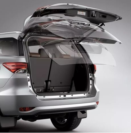 Toyota Fortuner xuat Dubai duoc trang bi dong co la - Anh 5