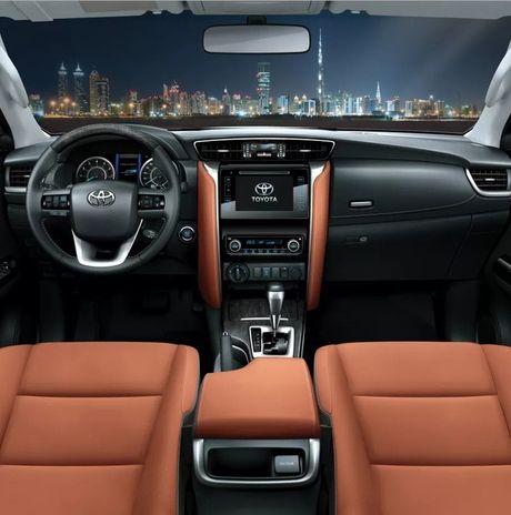 Toyota Fortuner xuat Dubai duoc trang bi dong co la - Anh 6