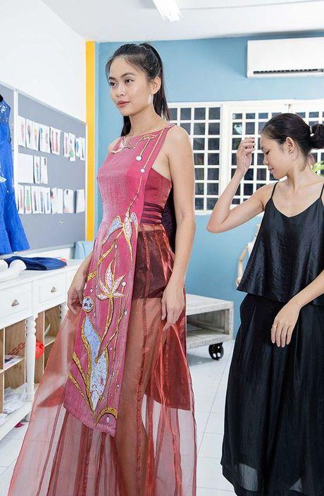 Mau Thuy khoe lung tran thu trang phuc truoc gio chay show VIFW 2016 - Anh 5
