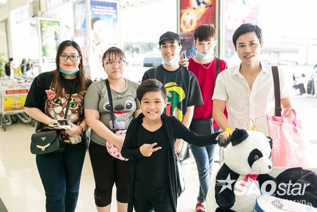 Hau The Voice Kids 2016, fan ra san bay tien Nhat Minh tro ve nha - Anh 8