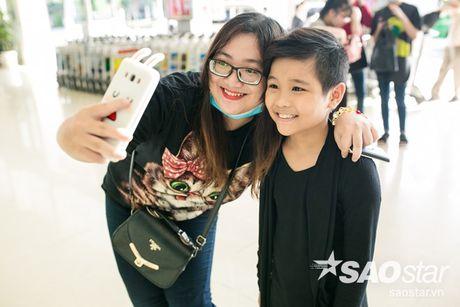 Hau The Voice Kids 2016, fan ra san bay tien Nhat Minh tro ve nha - Anh 9