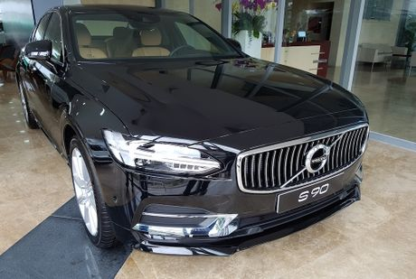 Can canh Volvo S90 gia 2,7 ti dong tai Viet Nam - Anh 1