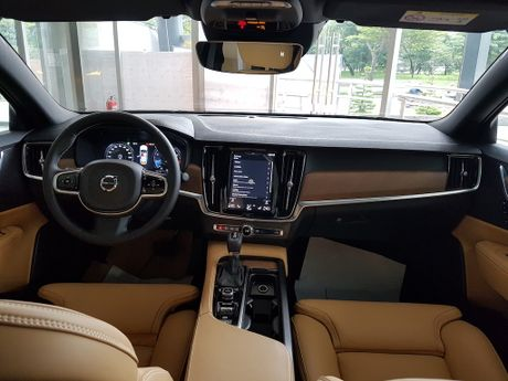 Can canh Volvo S90 gia 2,7 ti dong tai Viet Nam - Anh 2