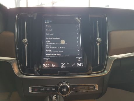 Can canh Volvo S90 gia 2,7 ti dong tai Viet Nam - Anh 3