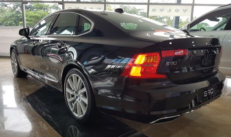 Can canh Volvo S90 gia 2,7 ti dong tai Viet Nam - Anh 6