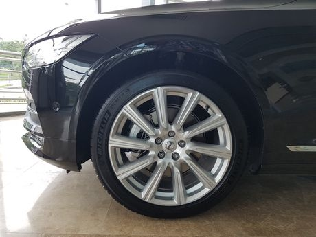 Can canh Volvo S90 gia 2,7 ti dong tai Viet Nam - Anh 7
