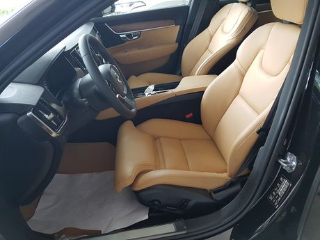 Can canh Volvo S90 gia 2,7 ti dong tai Viet Nam - Anh 8