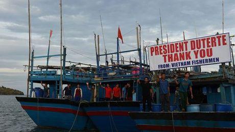Tong thong Philippines dich than tien 17 ngu dan Viet Nam - Anh 1